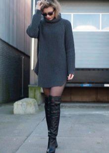 Повседневный наряд - ботфорты с вязаным платьем-мешок