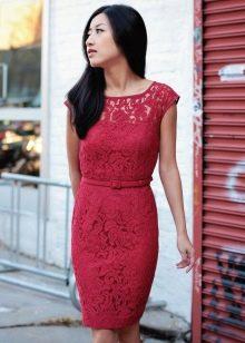 Кружевное бордовое платье на корпоратив