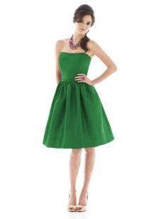 Зеленое платье-бюстье с юбкой колокол