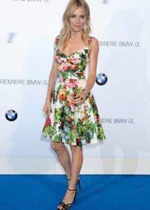 Короткое в цветочный принт платье с юбкой солнце на бретелях