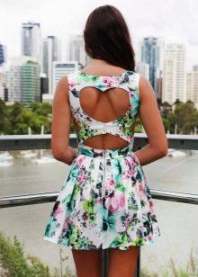 Цветочный принт на короком платье с юбкой солнце с открытой спиной