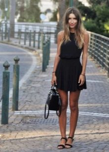Сумка и обувь к летнему платью с юбкой солнеце