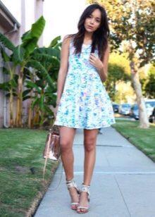 Короткое летнее платье с юбкой солнце