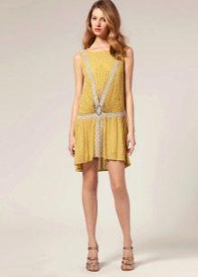 Желтое короткое платье-чарльстон с заниженной талией