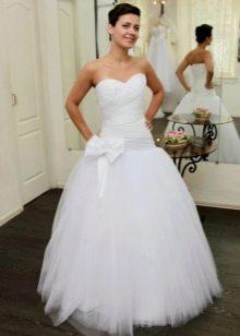 Свадебное платье с заниженной талией с юбкой из сетки