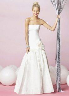 Свадебное платье с заниженной талией из плотной ткани