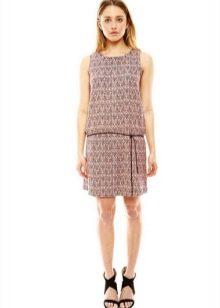 Платье средней длины с заниженной талией и прямой юбкой