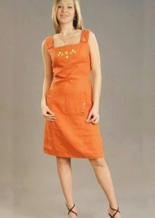 Оранжевое платье-сарафан изо льна