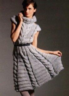 Шерстяное платье с горлом вязаное