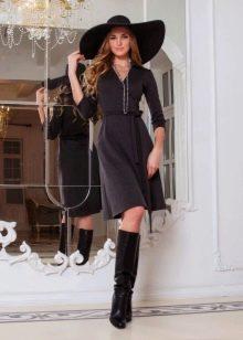 Платье из мерисоновой шерсти расклешенное
