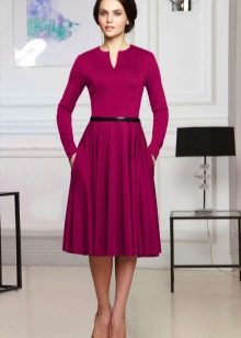 Малиновое шерстяное платье
