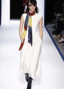 Шерстяное платье с платком