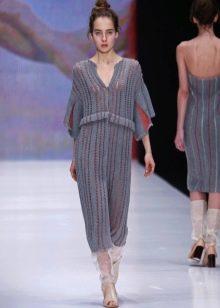 Шерстяное платье прямое серое
