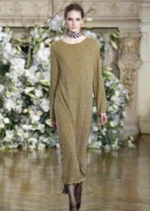 Шерстяное платье с широким длинным рукавом