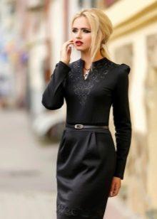 Шерстяное платье прямое