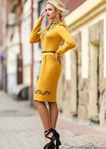 Шерстяное платье прямое с рукавом