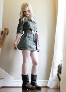 Сапоги к платью в стиле милитари