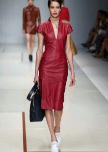Платье из экокожи красное прямое