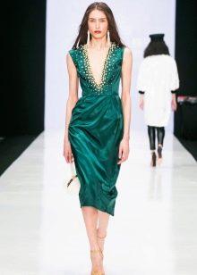 Платье из крепдешина с глубоким вырезом