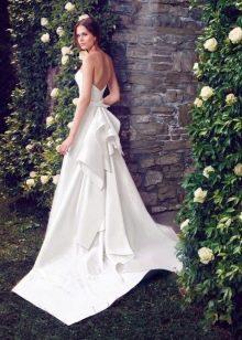 Белое платье с открытой спиной свадебное