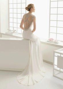 Белое платье с открытой спиной со стразами