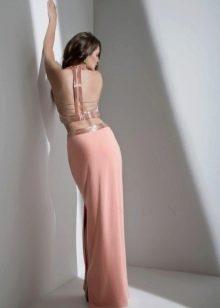 Прямое платье с открытой спиной персиковое