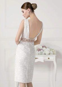 Короткое платье с открытой спиной белое
