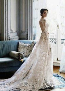 Свадебное платье с открытой спиной со шлейфом