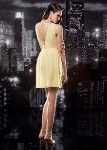 Короткое платье с открытой спиной вечернее