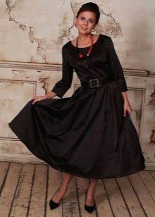 Платья в стиле 60-х для женщин с фигурой типа перевернутый треугольик