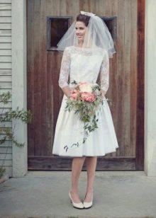 Свадебное платье в стиле 60-х из кружева и сатина