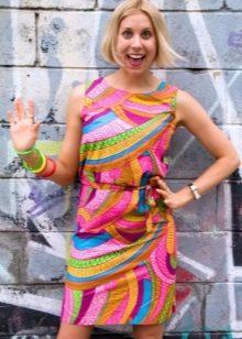Разноцветное платье в стиле 60-х
