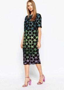 Платье средней длины с абстрактным рисунком в стиле 60-х