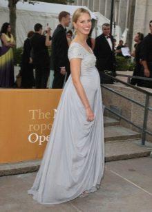 Платье в стиле ампир для беременных с красной дорожки