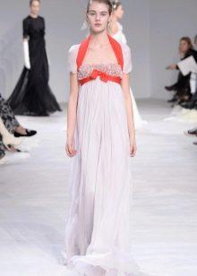Платье в стиле ампир с контрастной лентой
