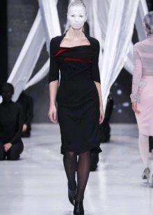 Приталенное платье прямое