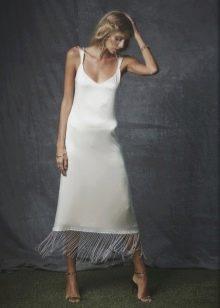 Приталенное платье миди белое