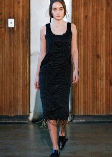 Приталенное  платье черное с драпировкой