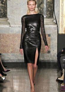 Приталенное  платье черное кожаное
