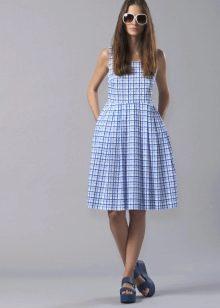 Приталенное расклешенное платье в клеточку