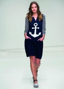 Приталенное  платье трикотажное в морском стиле