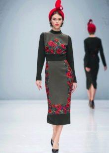 Приталенное  платье трикотажное с узором