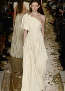 Приталенное расклешенное платье
