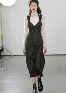 Приталенное  платье с отрезным лифом