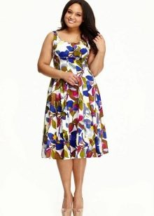 Приталенное  платье для полных цветного принта