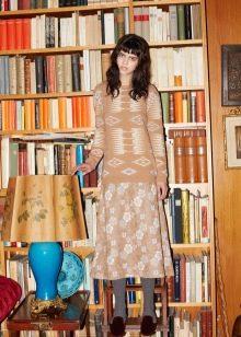 Зимнее платье вязаное спицами