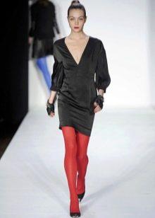 Красные колготы к черному платью