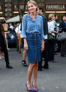 джинсовая юбка карандаш на пуговицах средней длины