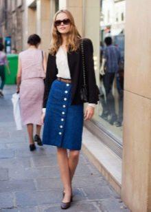 синяя джинсовая юбка карандаш на пуговицах