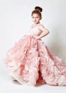 Пышное платье со шлейфом для девочек
